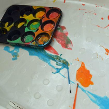 Have them do their painting sessions in a bath tub!