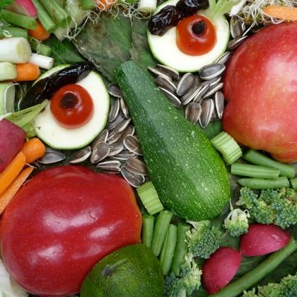 Be clever and enjoy these colorful edible fruit and vegetable human portrait with your kids!