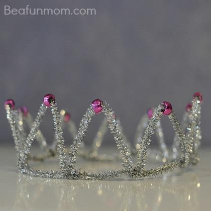 diy tiara using pipe cleaners