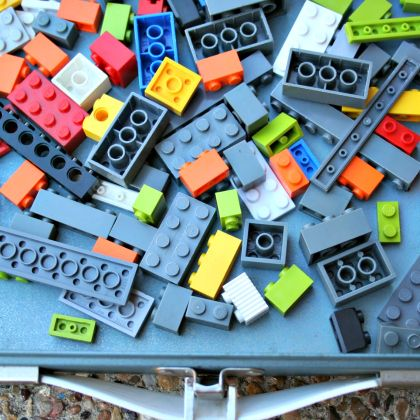 Make a LEGO travel kit box for a mess free floor always!