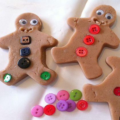 Christmas-gingerbread-men-play-dough (1)