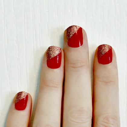 GLITTER TIP HOLIDAY NAILS