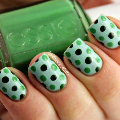 GREEN POLKA DOT NAILS