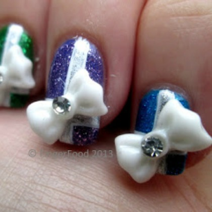 HOLIDAY BOW NAILS