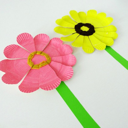 WOVEN PAPER PLATE FLOWERS