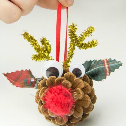 reindeer pinecone