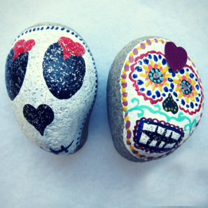 stone-painted-day-of-the-dead-skulls
