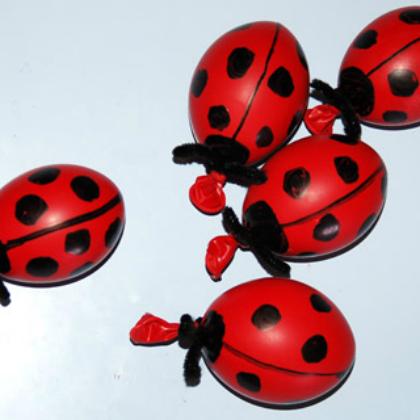 balloon ladybugs