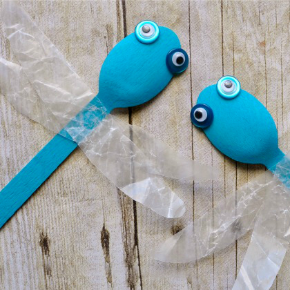 wooden-spoon-dragonfly-kid-craft-3