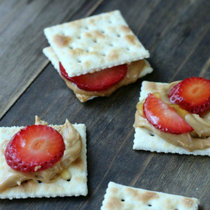 strawberry sandwich bites